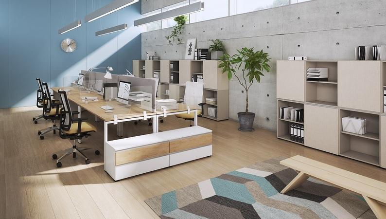 OKA Protect mit Tischhalterung in reinweiß – Tischklemme an Tischplatte und Rahmengestell befestigt