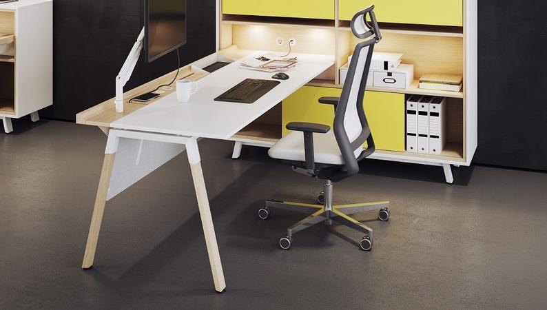 OKA HomeLine Schreibtisch eingetaucht in OKA HomeLine Solitär
