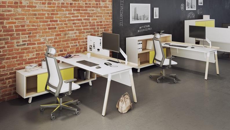 OKA HomeLine Schreibtisch aufgedockt und OKA HomeLine Schreibtisch eingetaucht in OKA HomeLine Solitär
